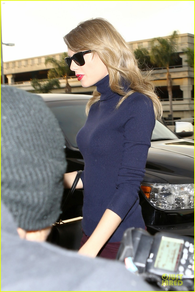 taylor swift i remember to stay in touch with best friends 143043089