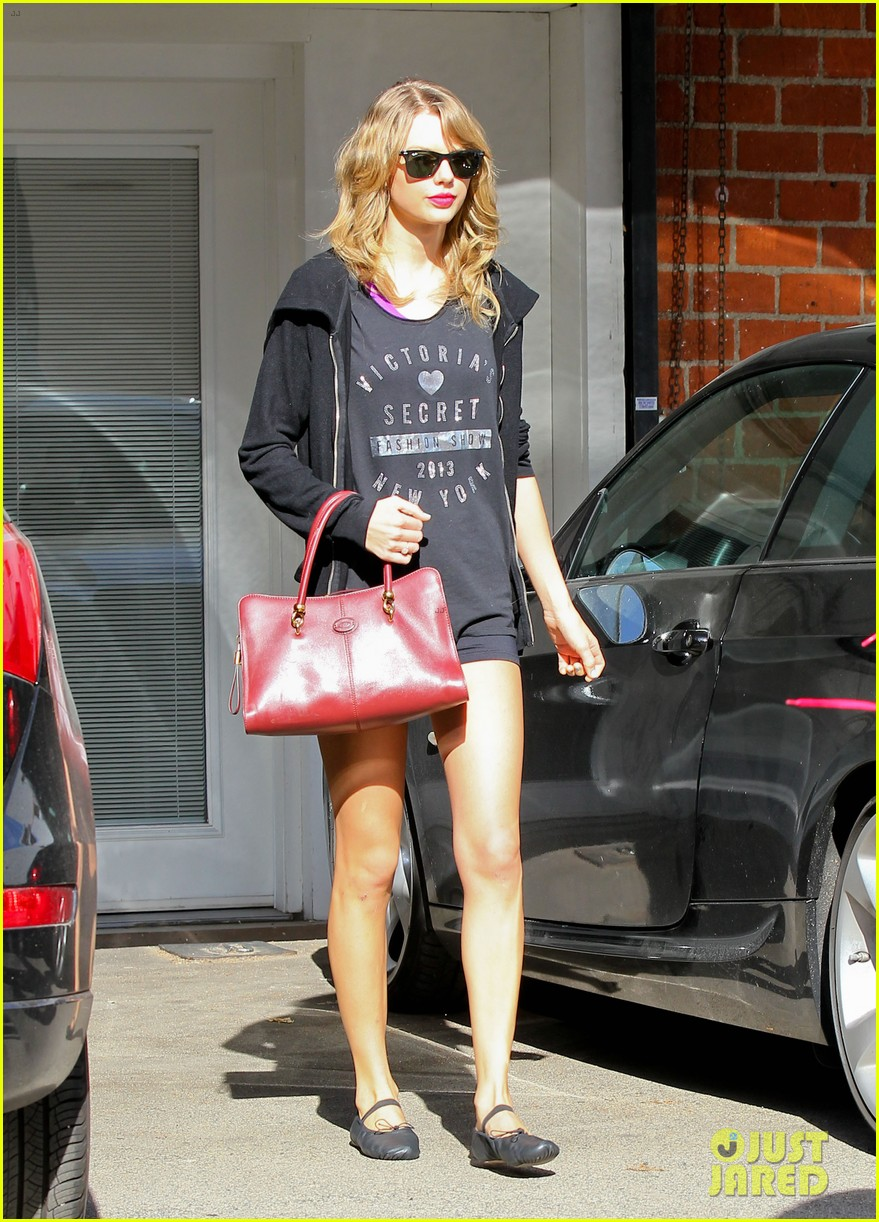 taylor swift shows victorias secret pride at the gym 033023935