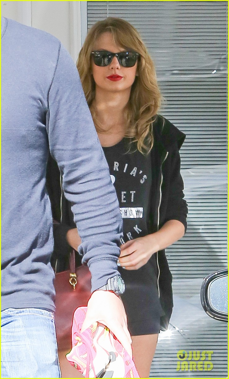taylor swift shows victorias secret pride at the gym 043023936