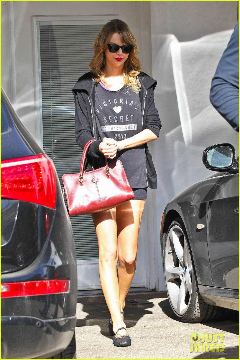 taylor swift shows victorias secret pride at the gym 133023945