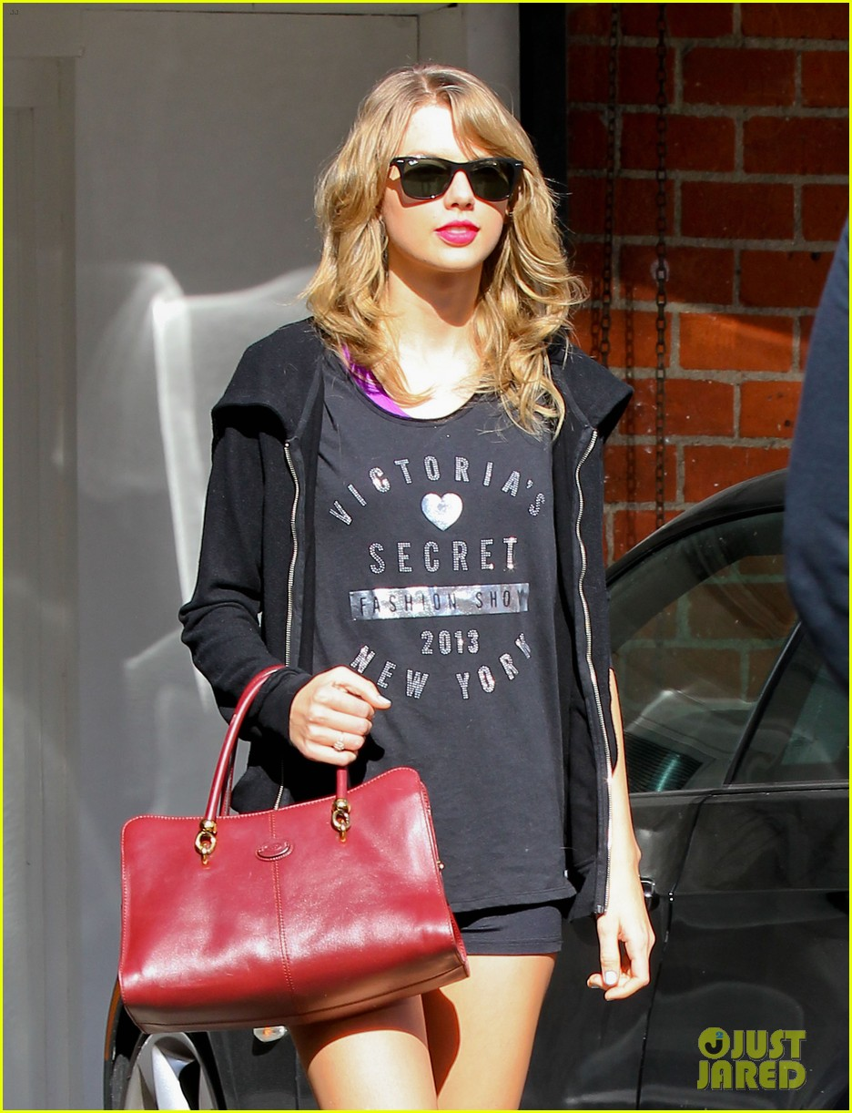 taylor swift shows victorias secret pride at the gym 16