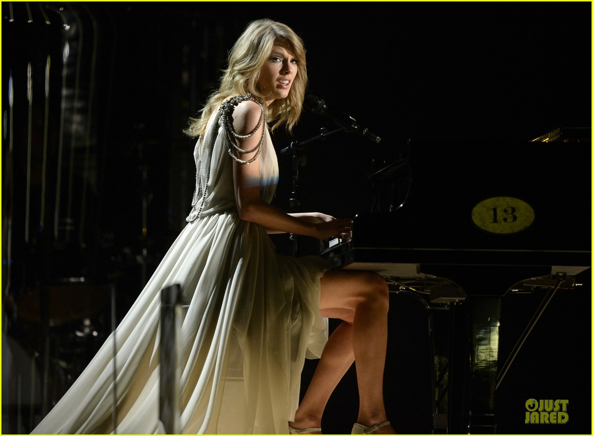 taylor swift performs all too well at grammys 2014 video 063041333