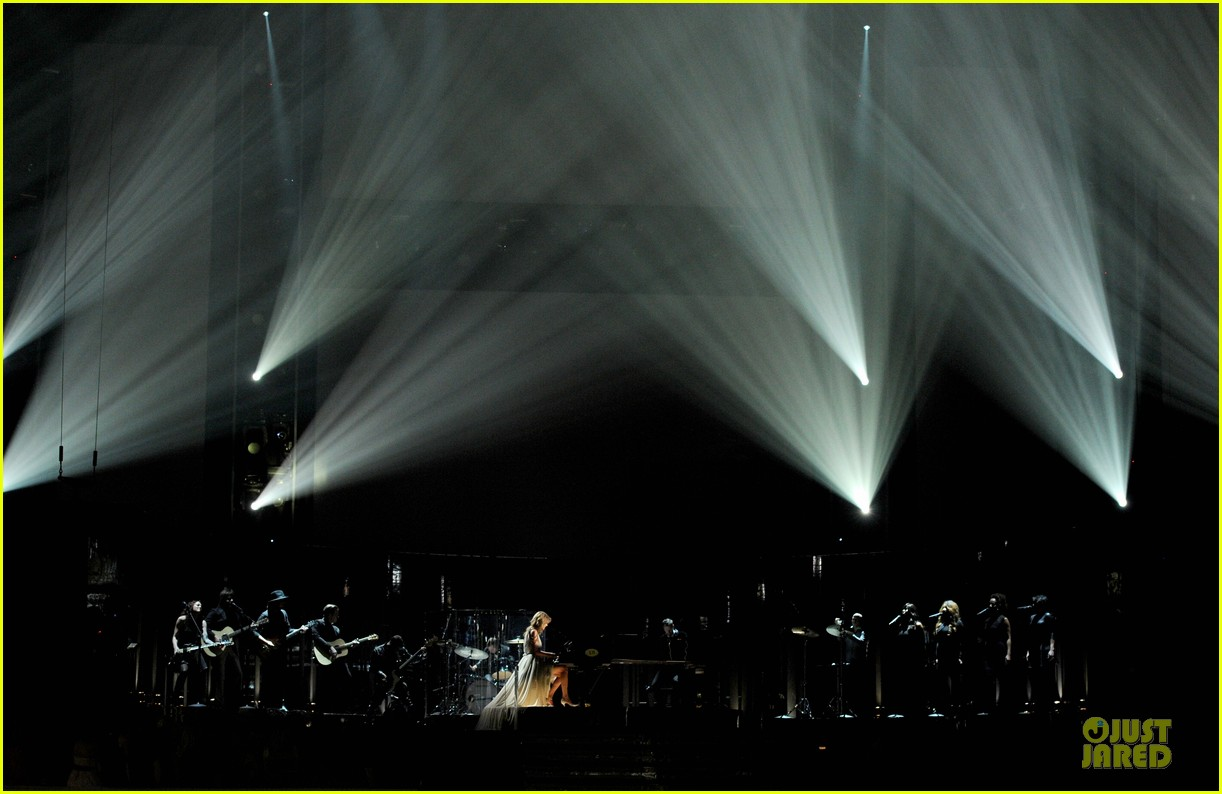 taylor swift performs all too well at grammys 2014 video 083041335