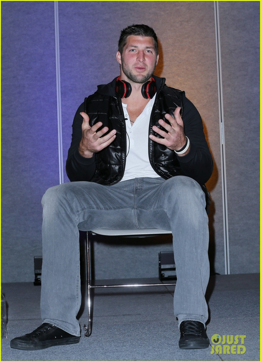 tim tebow soul electronics ces 2014 conference 01