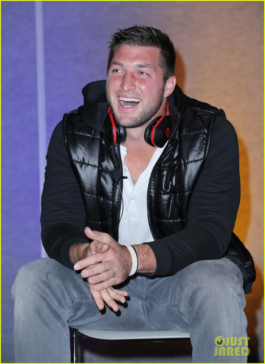tim tebow soul electronics ces 2014 conference 063026124
