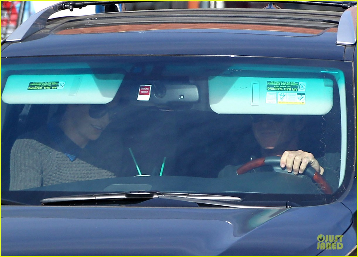 charlize theron coffee run with sean penn 03