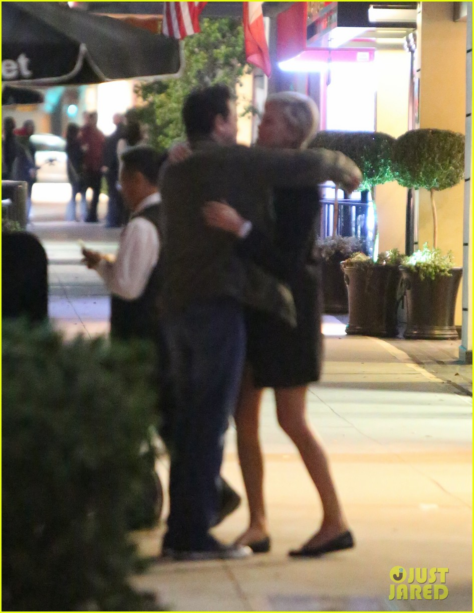 charlize theron hugs seth macfarlane after dinner out 013037074