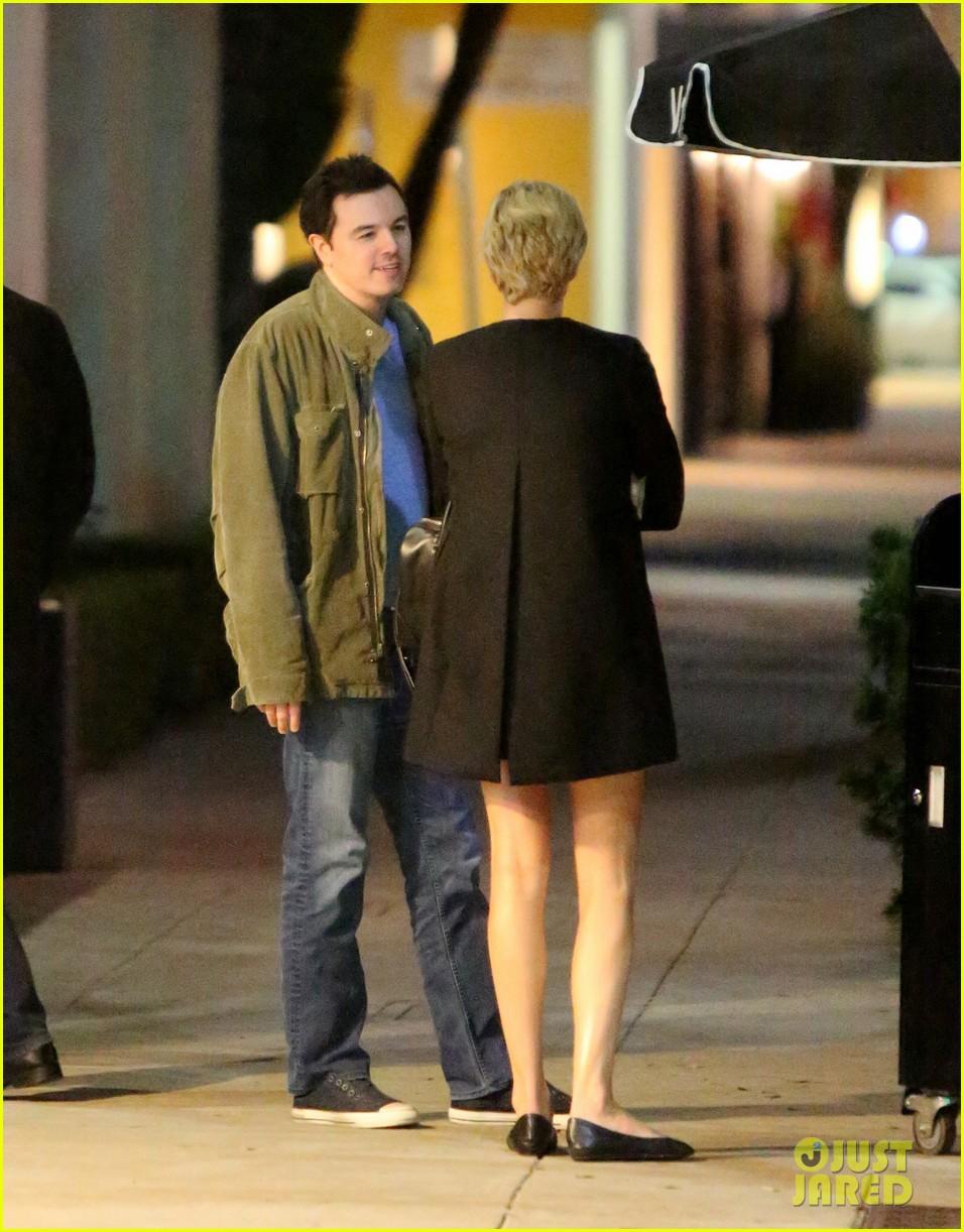 charlize theron hugs seth macfarlane after dinner out 043037077