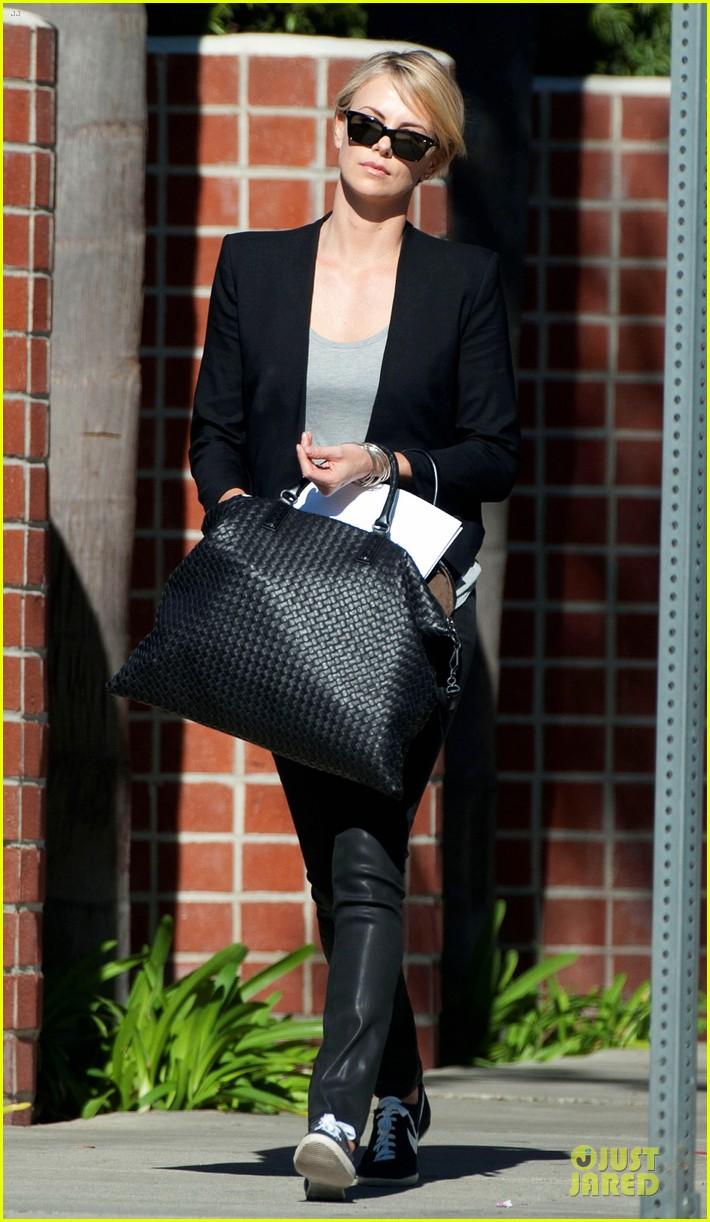 charlize theron hydrated for errands 013031240