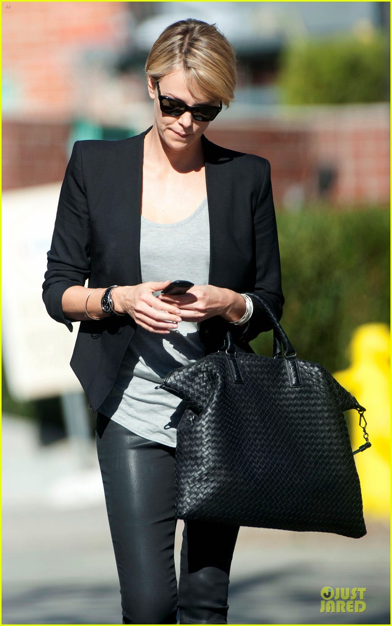 charlize theron hydrated for errands 023031241
