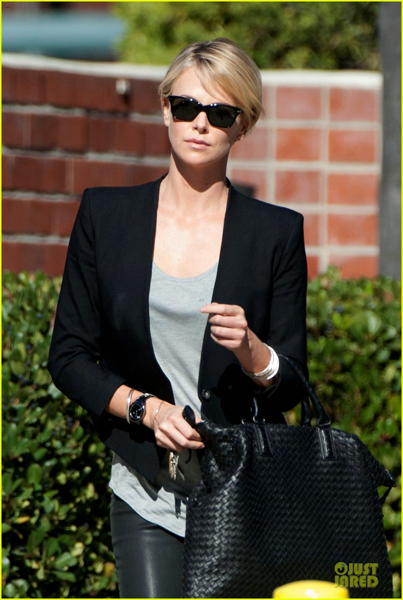 charlize theron hydrated for errands 043031243