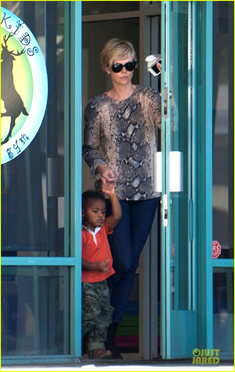 charlize theron gym with jackson with sean penn gala 033030516