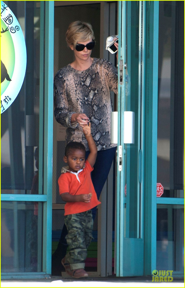charlize theron gym with jackson with sean penn gala 053030518