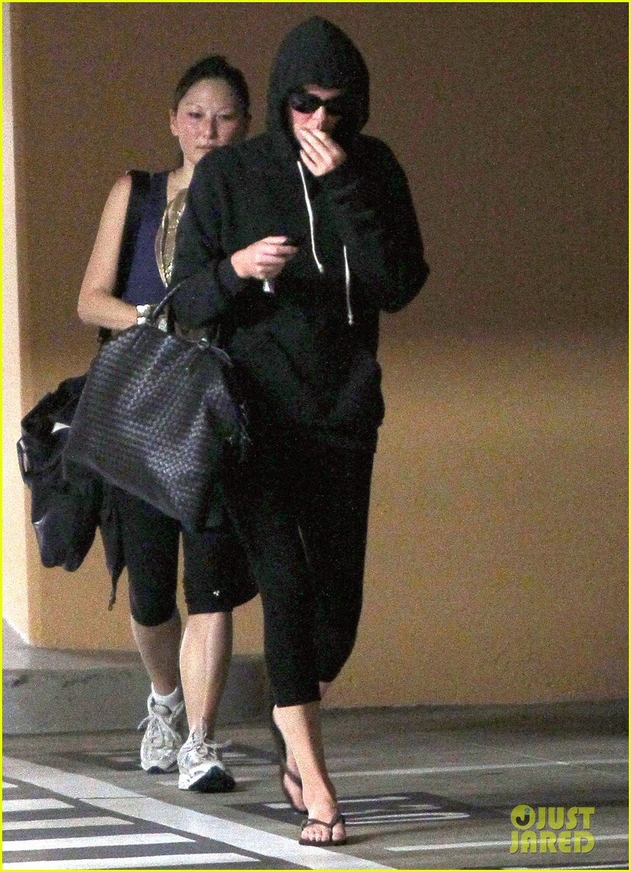 charlize theron steps out after sean penn romance rumors 093023179