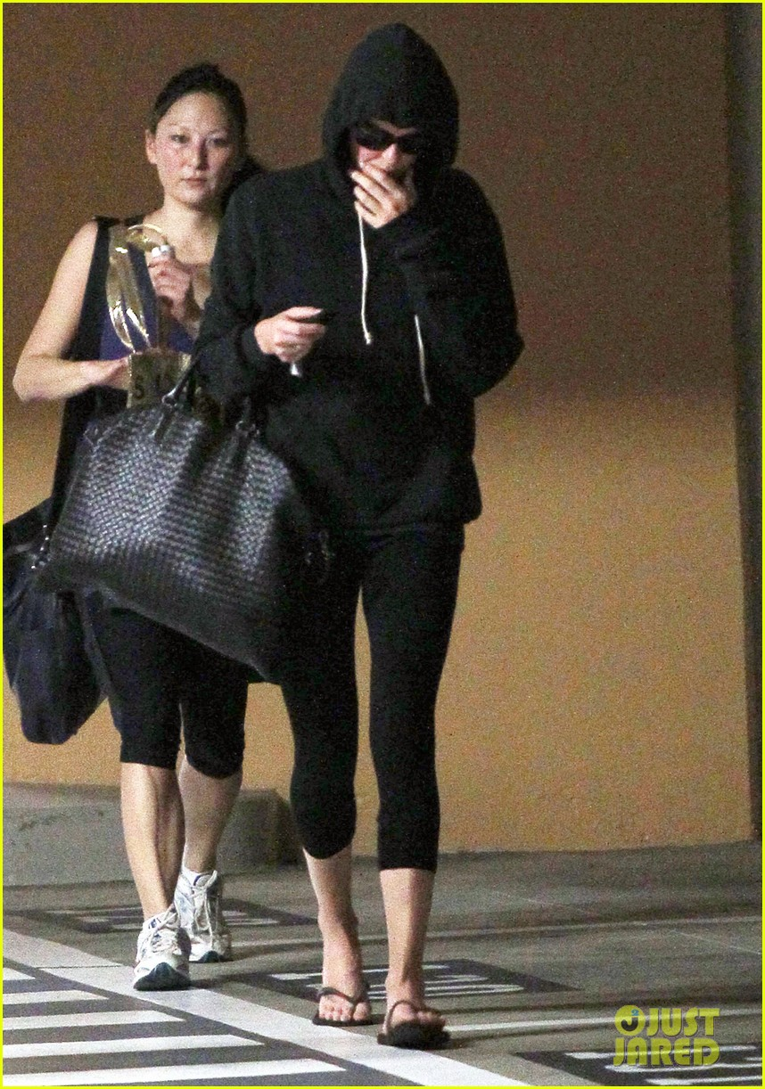 charlize theron steps out after sean penn romance rumors 103023180
