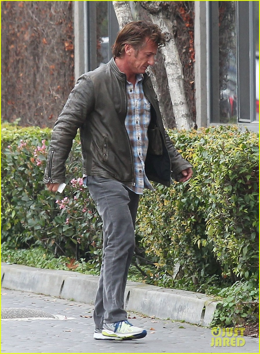 charlize theron sean penn keep romance going with trip to the studio 013044574