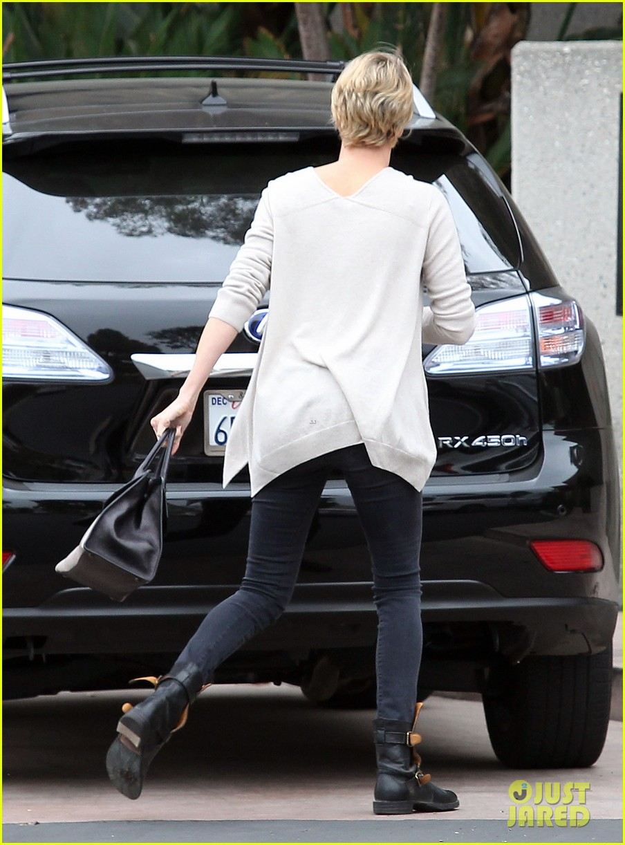 charlize theron sean penn keep romance going with trip to the studio 03