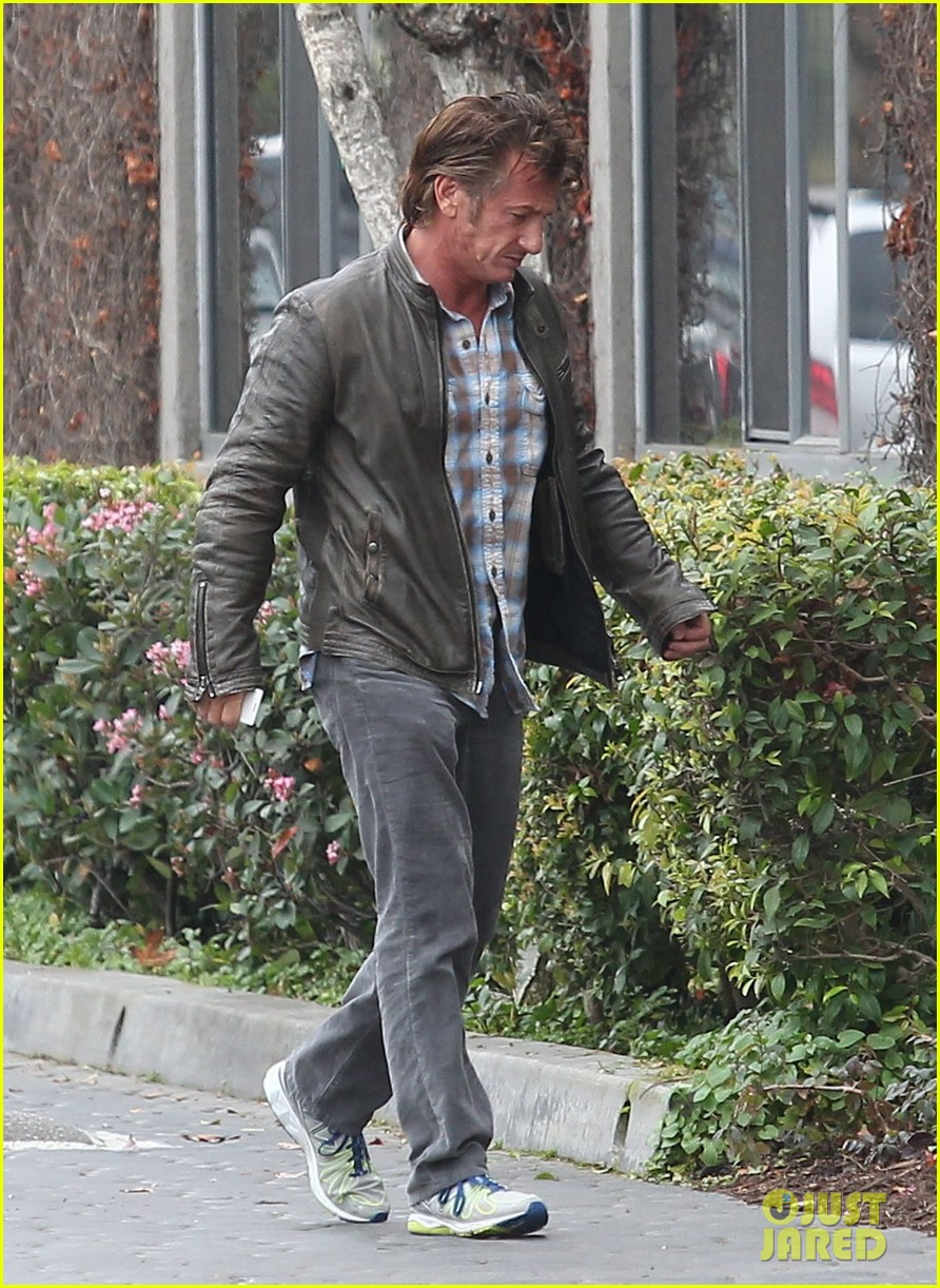 charlize theron sean penn keep romance going with trip to the studio 103044583