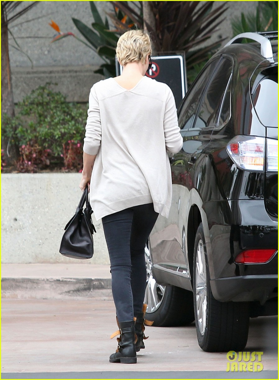charlize theron sean penn keep romance going with trip to the studio 143044587