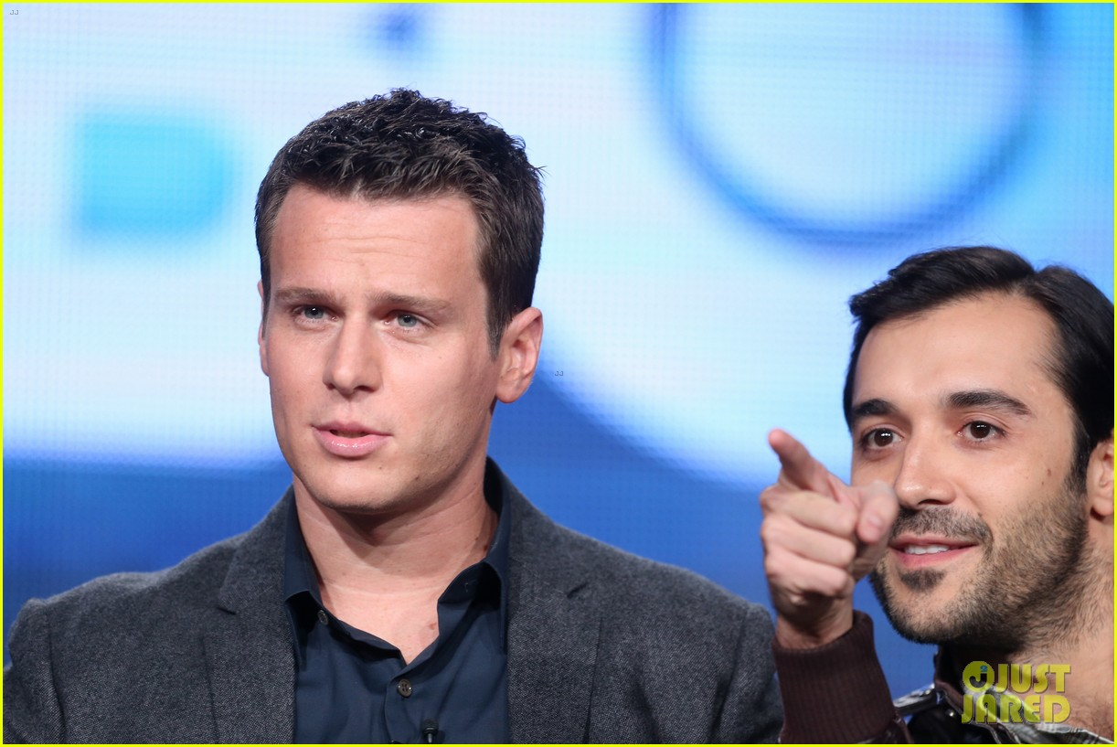 justin theroux jonathan groff hbos tca winter tour panel 103026573