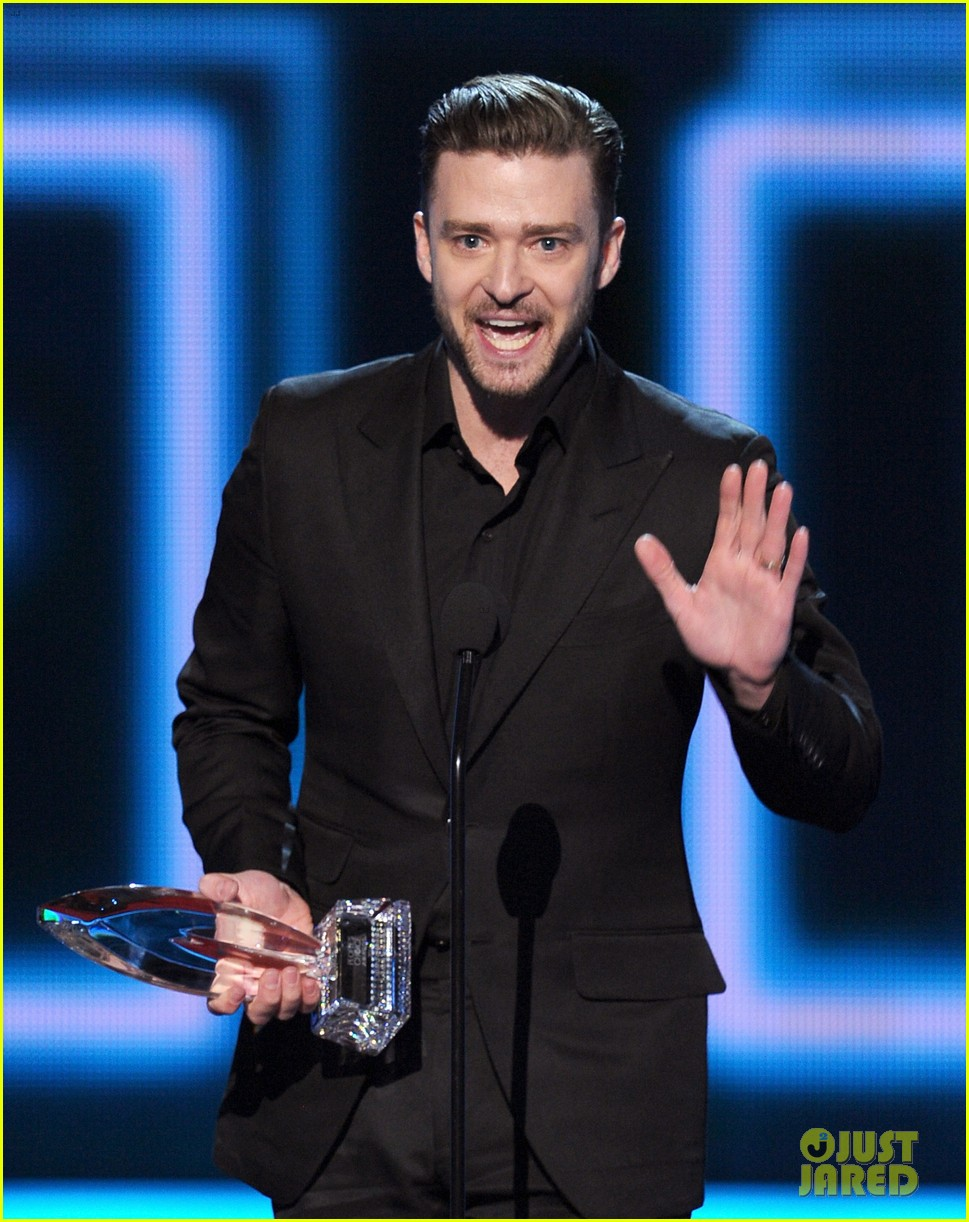 justin timberlakes peoples choice award almost stolen by ellen degeneres 103025622