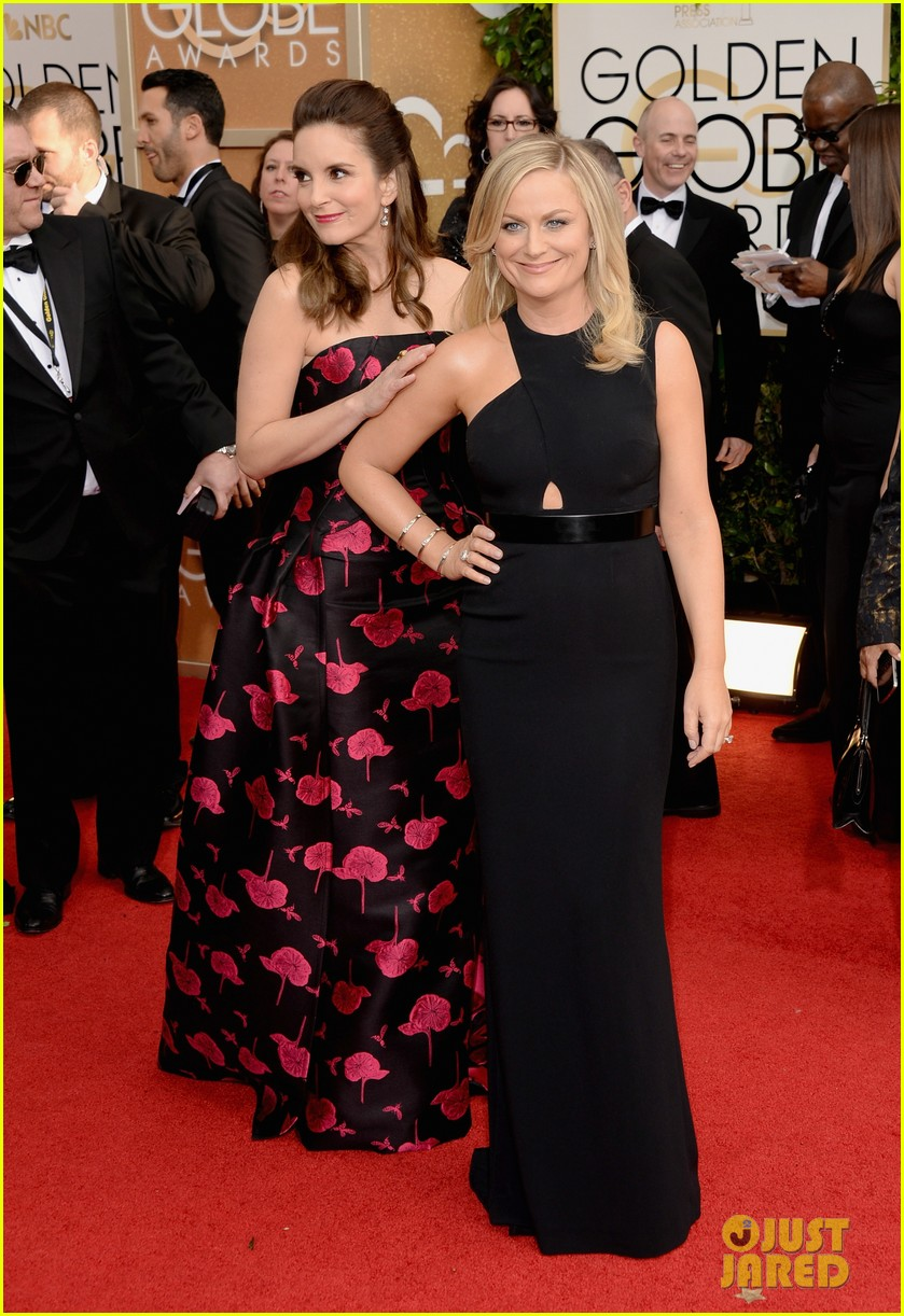 amy poehler tina fey golden globes 2014 red carpet 033029165