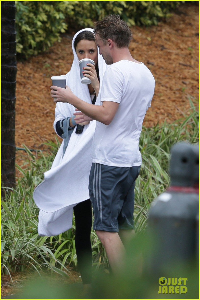tom felton jade olivia rainy day dog walk 013021008