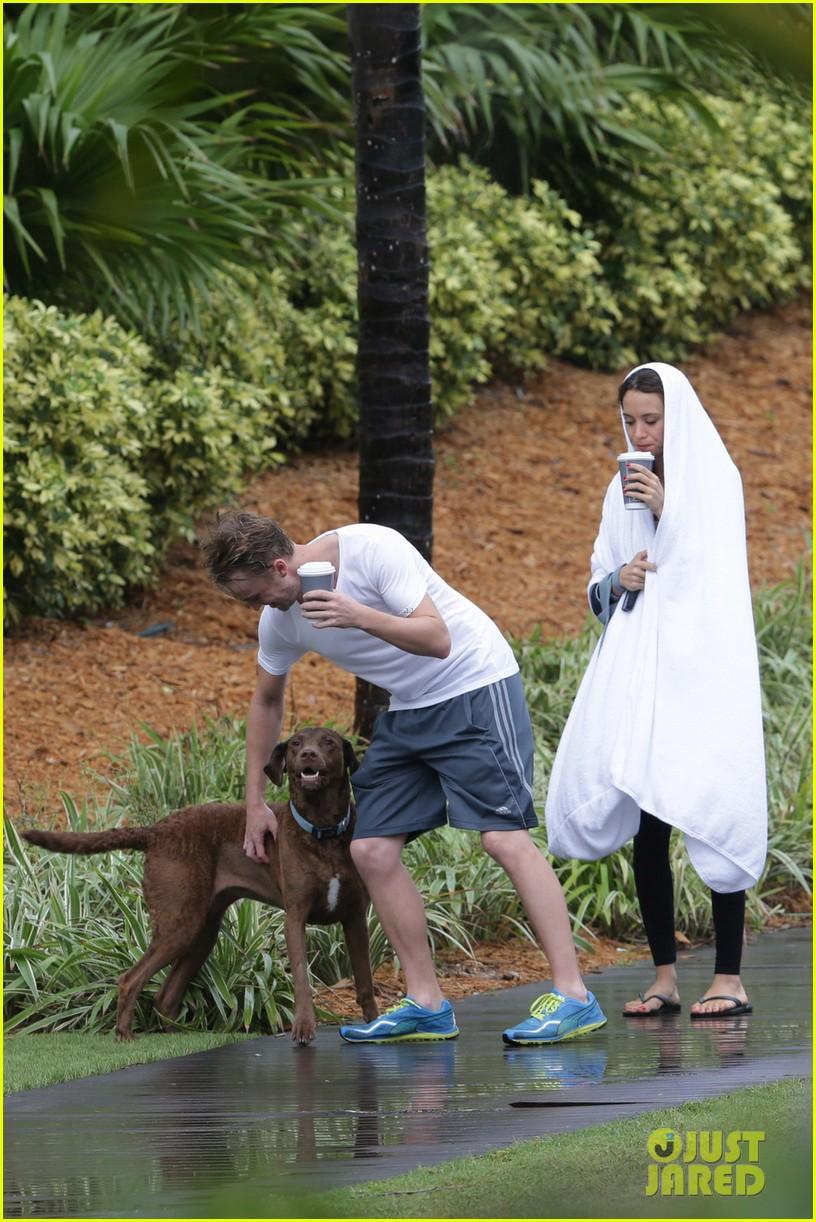 tom felton jade olivia rainy day dog walk 093021016