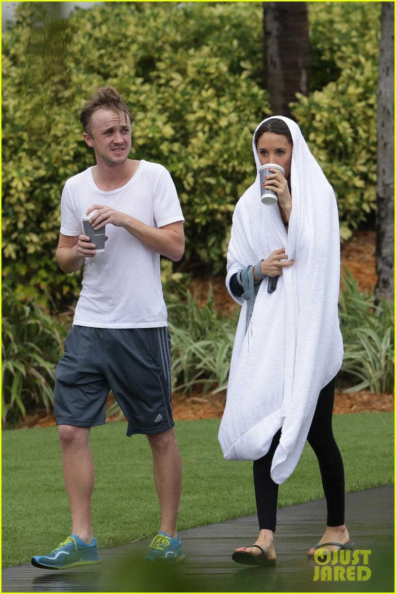 tom felton jade olivia rainy day dog walk 143021021