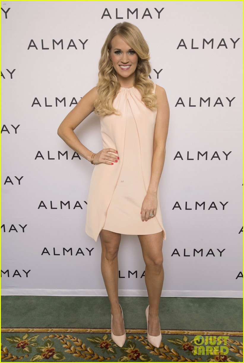 carrie underwood welcomes almay to nashville 023038342
