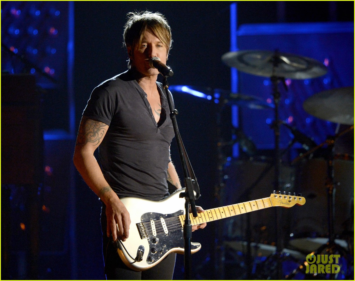 keith urban performs cop car at grammys 2014 video 013042864