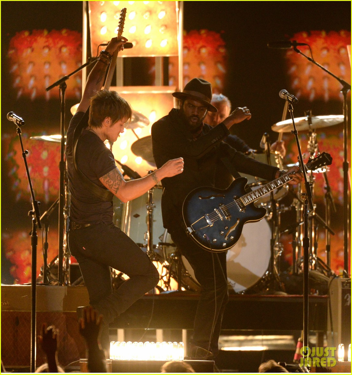 keith urban performs cop car at grammys 2014 video 033042866