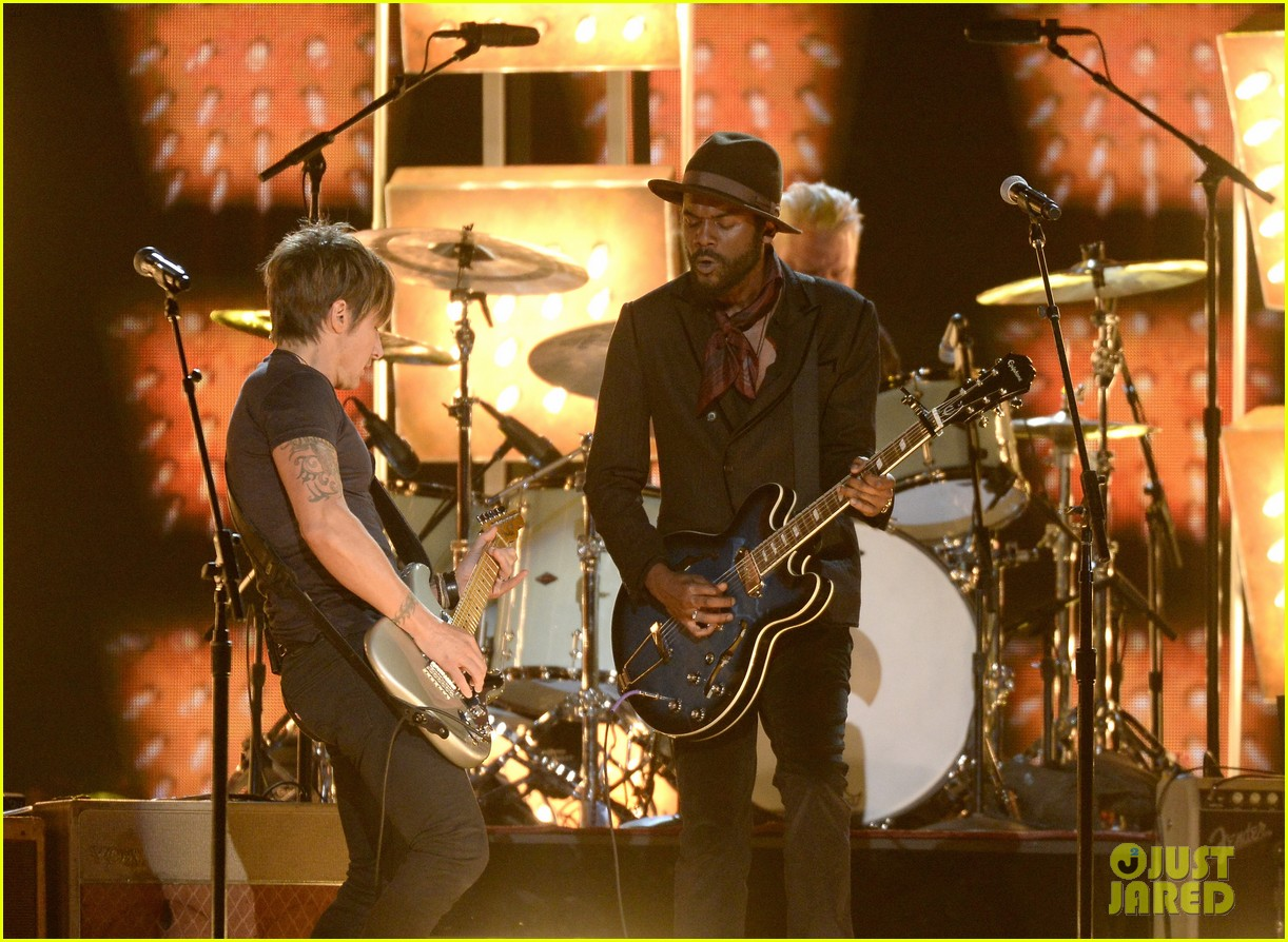 keith urban performs cop car at grammys 2014 video 093042872
