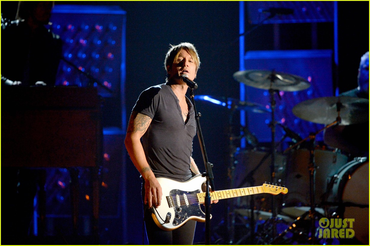 keith urban performs cop car at grammys 2014 video 10