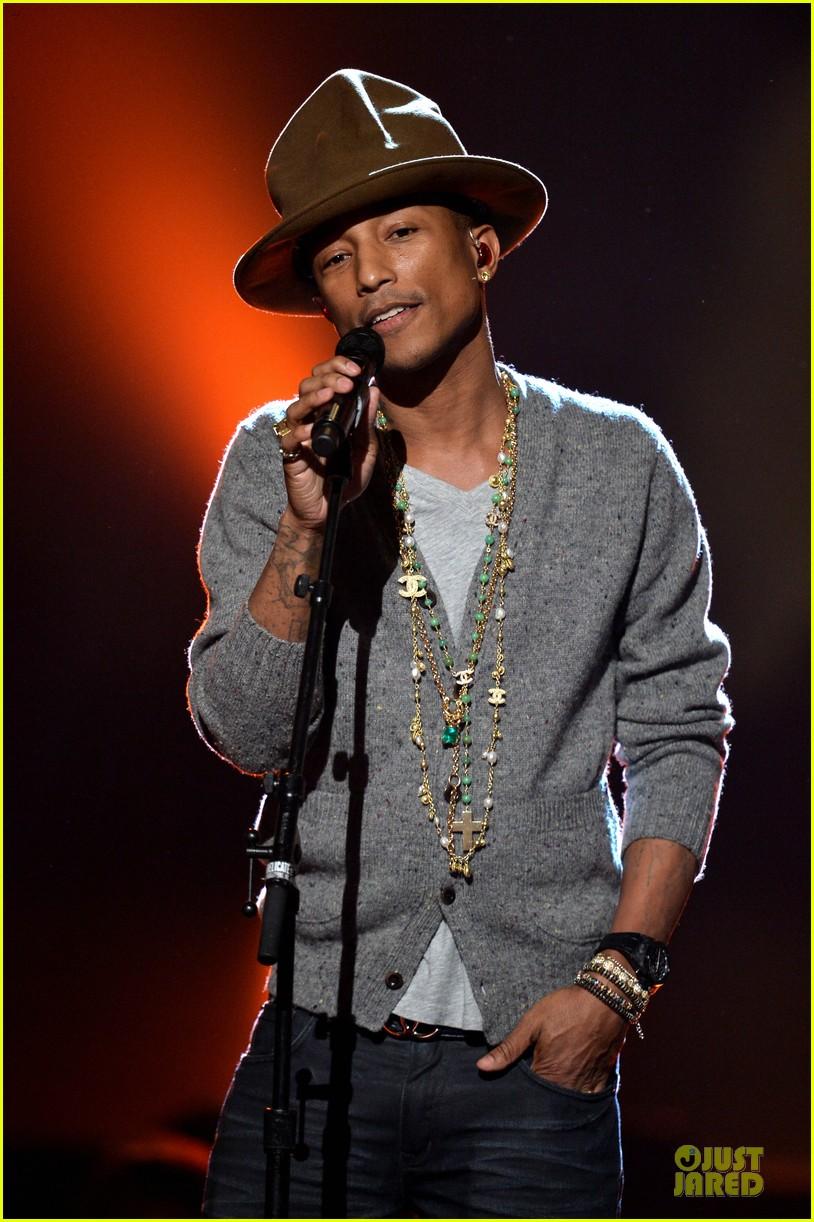 keith urban pharrell williams beatles tribute singers 123042607