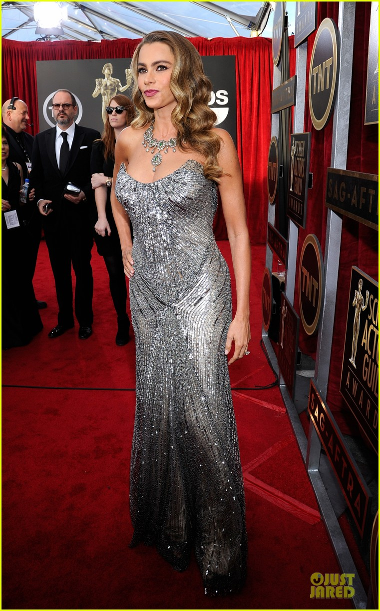 sofia vergara julie bowen sag awards 2014 red carpet 08