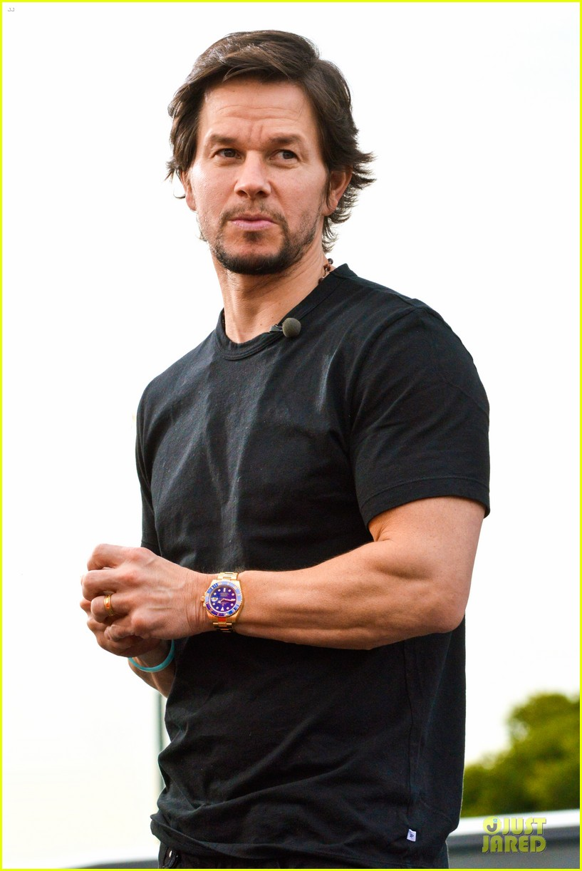 mark wahlberg promotes lone survivor on leno extra 273024914