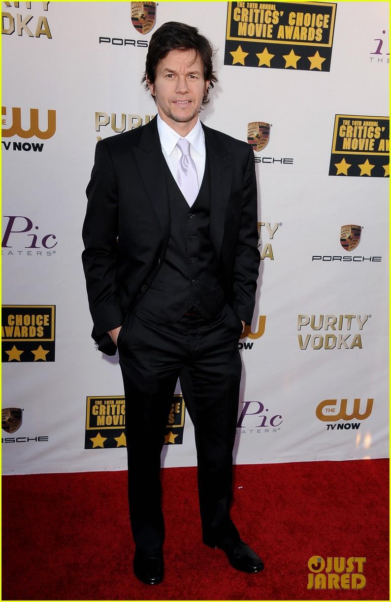mark wahlberg critics choice awards 2014 red carpet 023033116