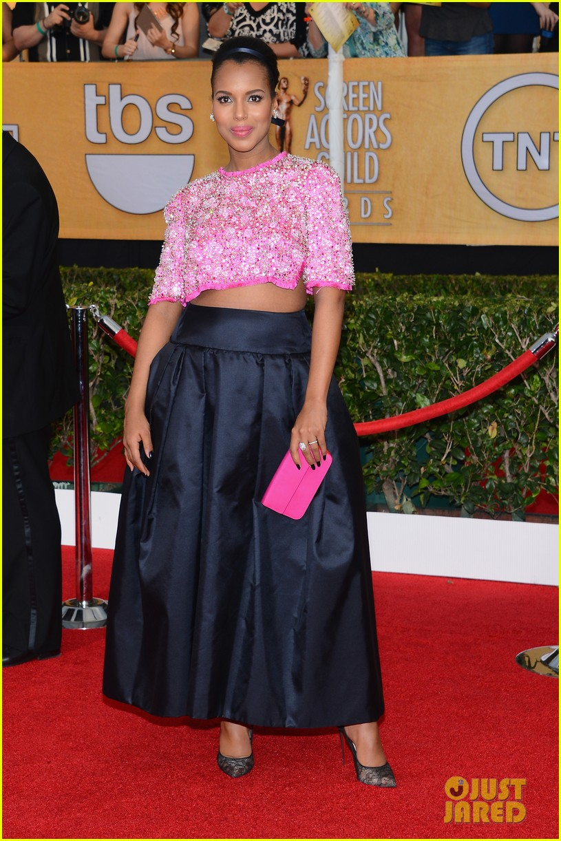 kerry washington bares baby bump at sag awards 2014 01