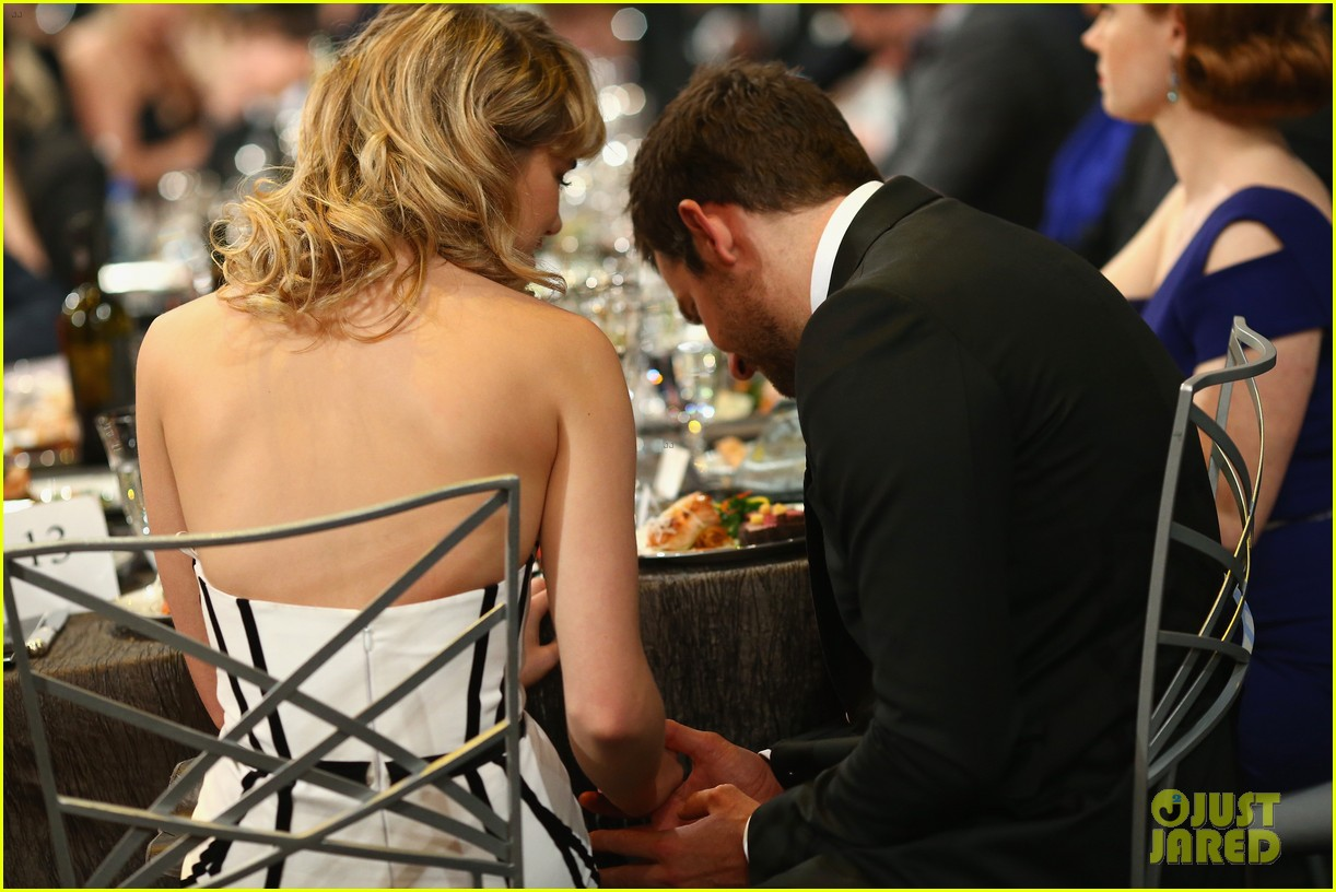 suki waterhouse sag awards 2014 with bradley cooper 053034866