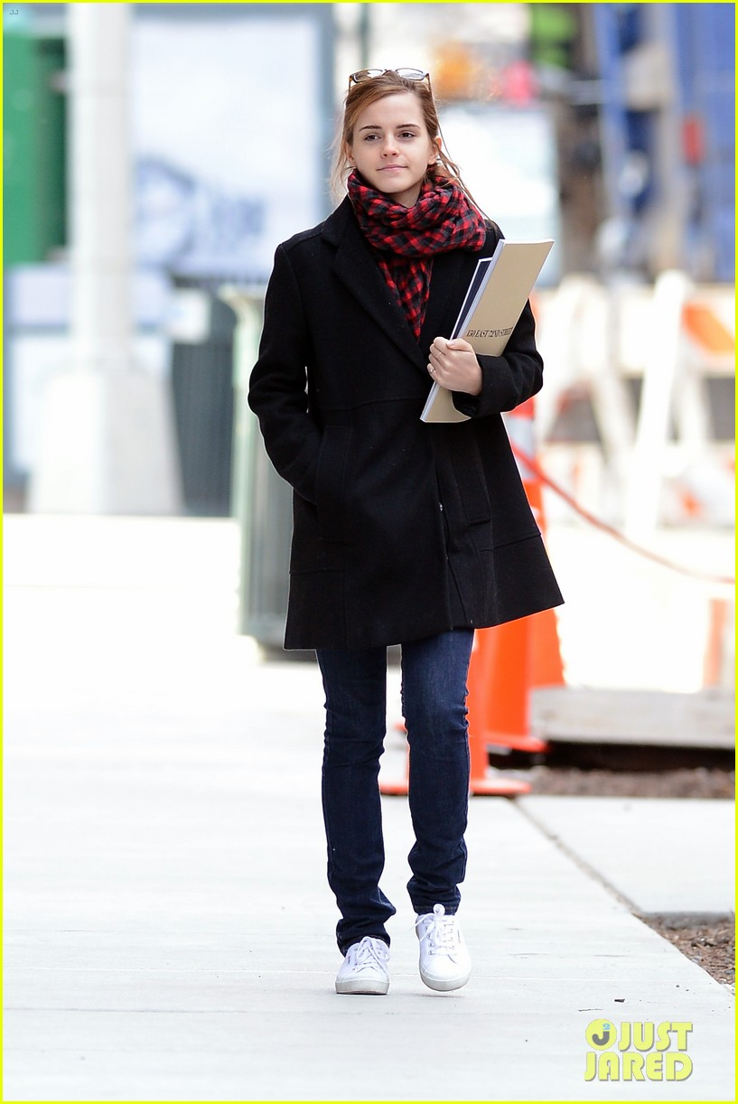 emma watson braves frigid cold for nyc apartment hunting 013038720