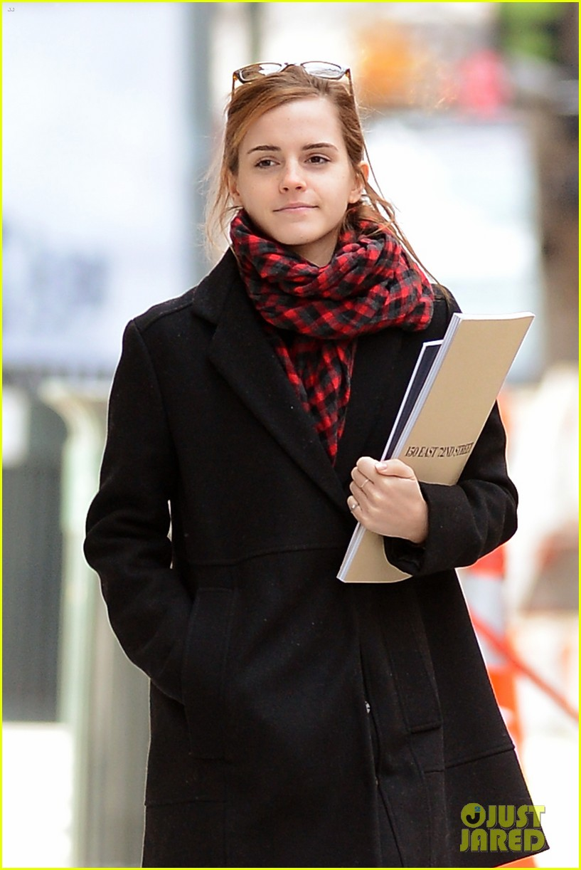 emma watson braves frigid cold for nyc apartment hunting 023038721