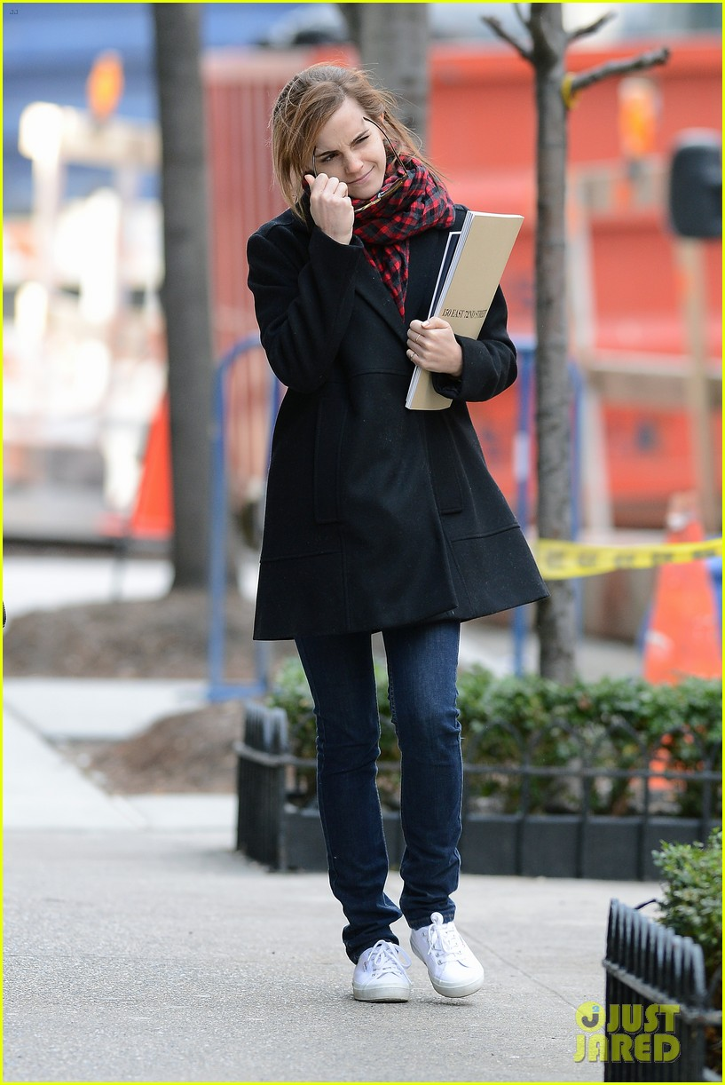 emma watson braves frigid cold for nyc apartment hunting 05
