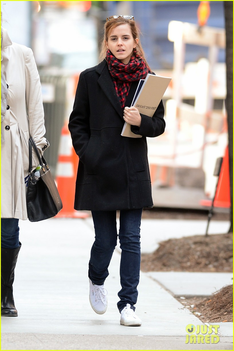 emma watson braves frigid cold for nyc apartment hunting 103038729