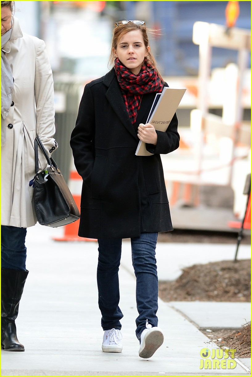emma watson braves frigid cold for nyc apartment hunting 133038732
