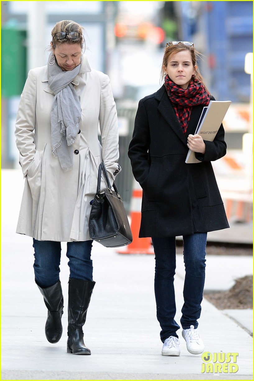 emma watson braves frigid cold for nyc apartment hunting 163038735