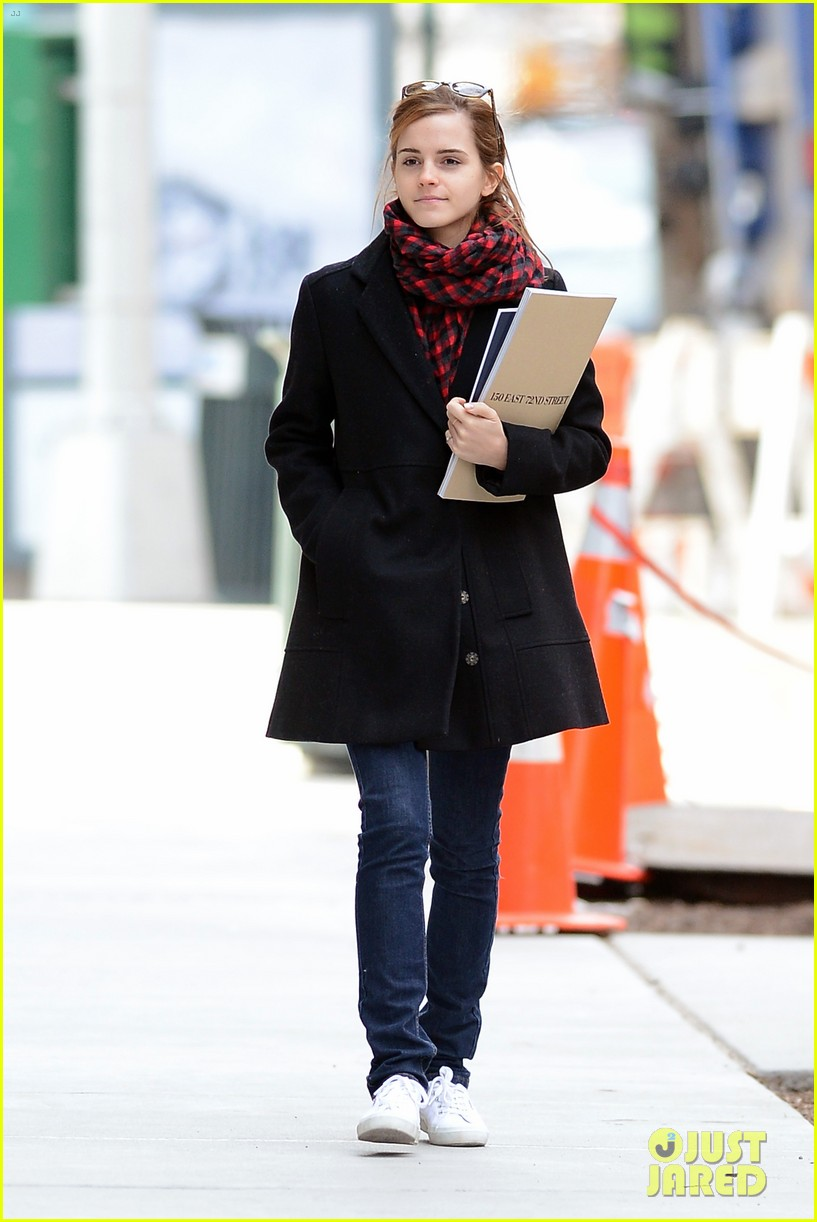 emma watson braves frigid cold for nyc apartment hunting 173038736