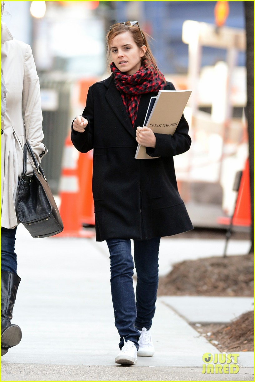 emma watson braves frigid cold for nyc apartment hunting 243038743