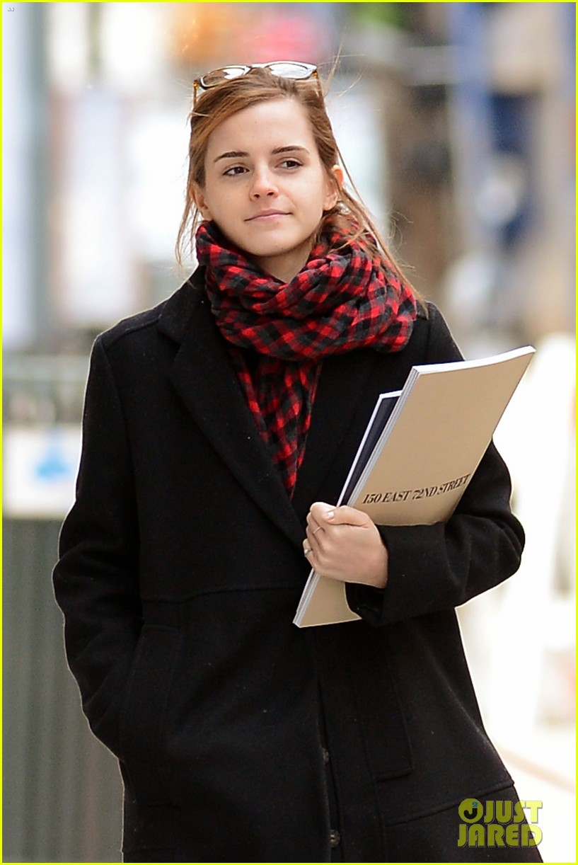 emma watson braves frigid cold for nyc apartment hunting 283038747