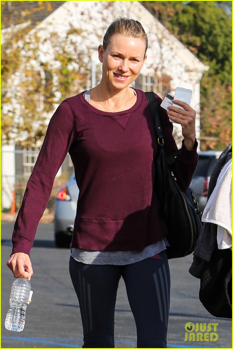 naomi watts keeps busy in brentwood 023039314